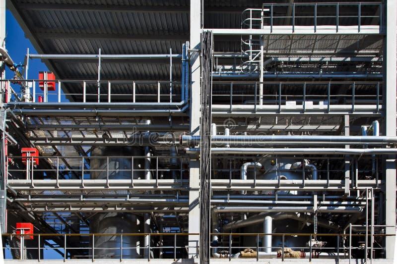 Fábrica química Elastómetro e linha de produção termoplástico Cubas da polimerização e encanamento de aço para entregar component foto de stock