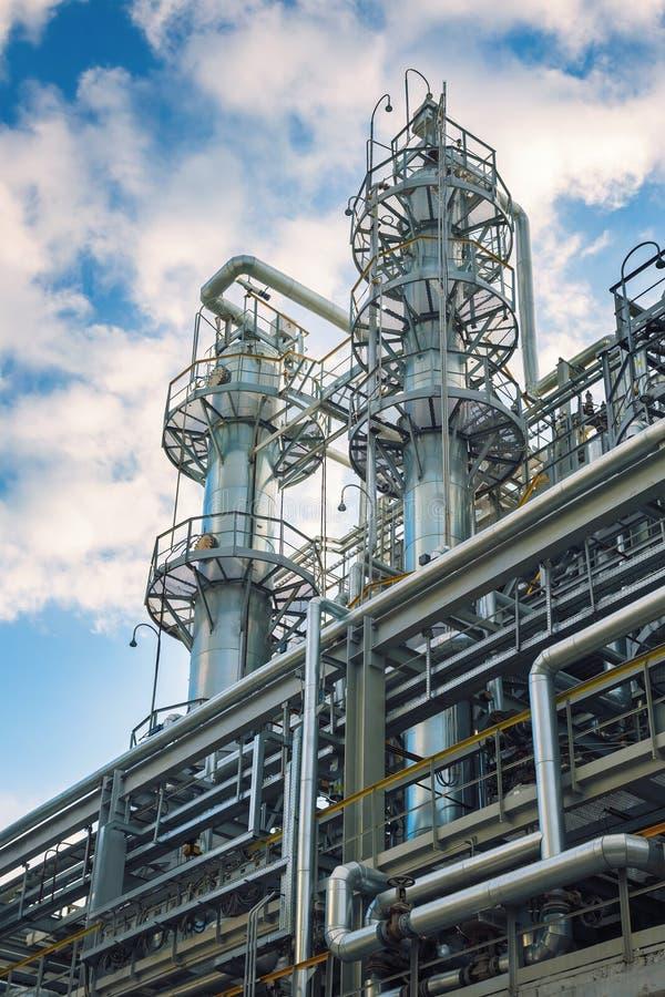 Fábrica química produzindo a borracha sintética fotografia de stock royalty free
