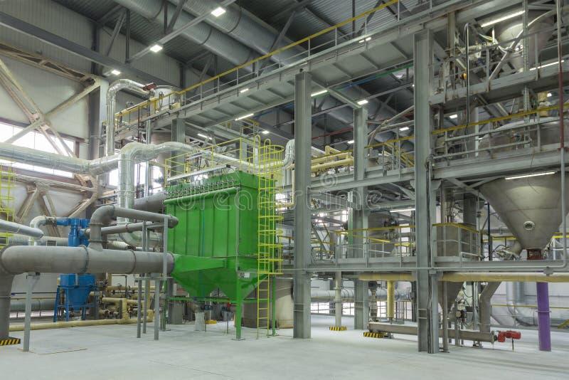 Fábrica química produzindo a borracha sintética fotos de stock royalty free