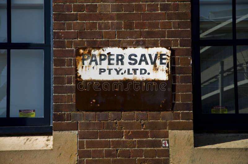 Fábrica velha das economias do papel da propaganda de cartaz em Sydney Central imagem de stock