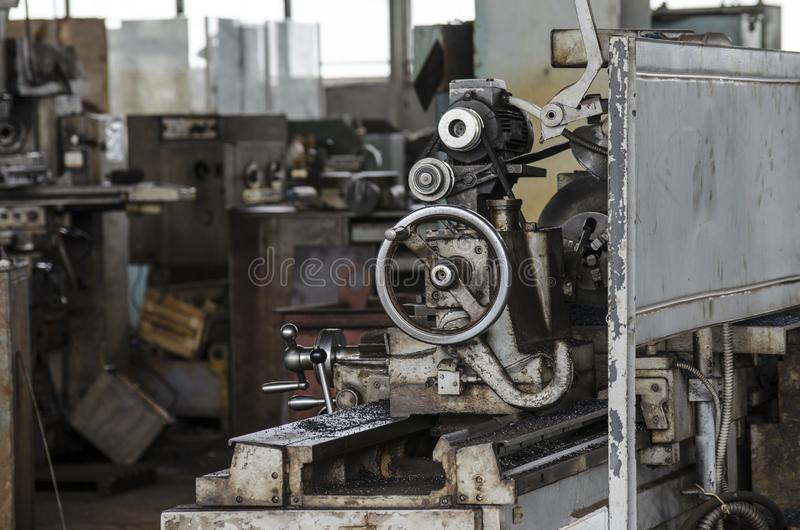 Fábrica vieja de torneado de la maquinaria del equipo fotografía de archivo libre de regalías