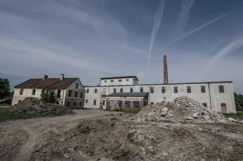 fábrica vieja dilapidada imagen de archivo libre de regalías