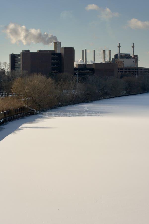 Fábrica y nieve del río de Schuylkill fotos de archivo