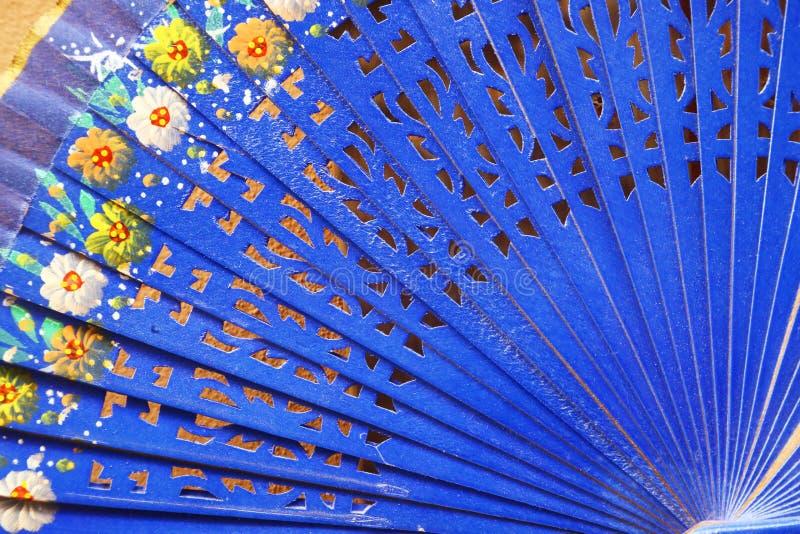 Fã espanhol azul na venda em Sevilha, Espanha foto de stock