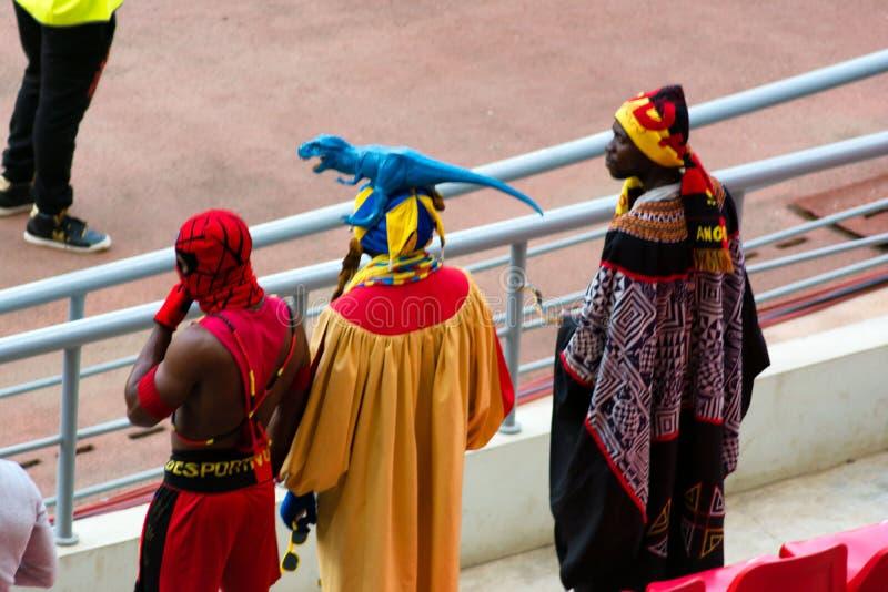 Fãs de futebol angolanos fotos de stock
