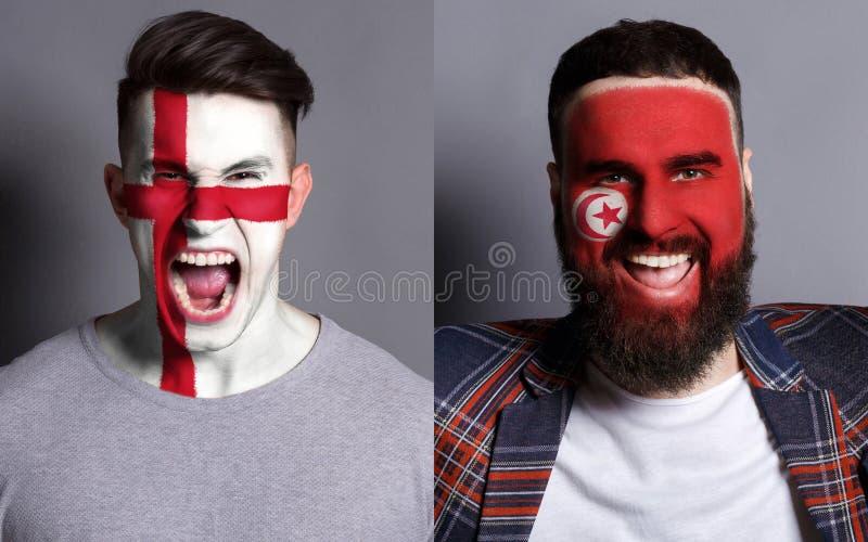 Fãs de futebol emocionais com as bandeiras pintadas nas caras fotos de stock royalty free