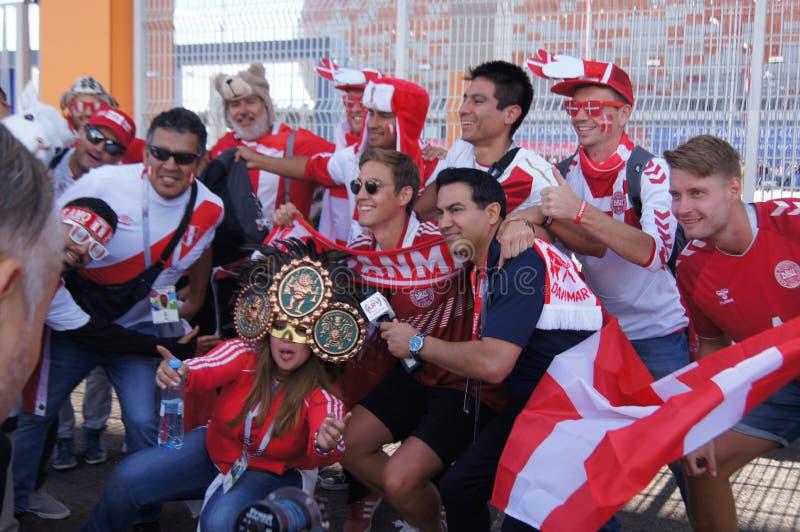 fãs do Peru e da Dinamarca foto de stock royalty free