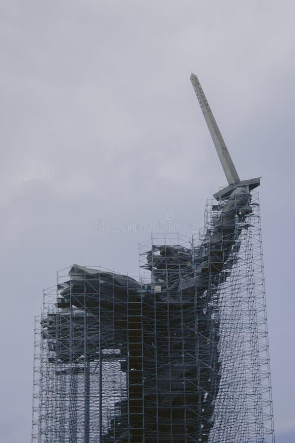 Fäderneslandet på den Mamayev kullen är under rekonstruktion royaltyfria foton
