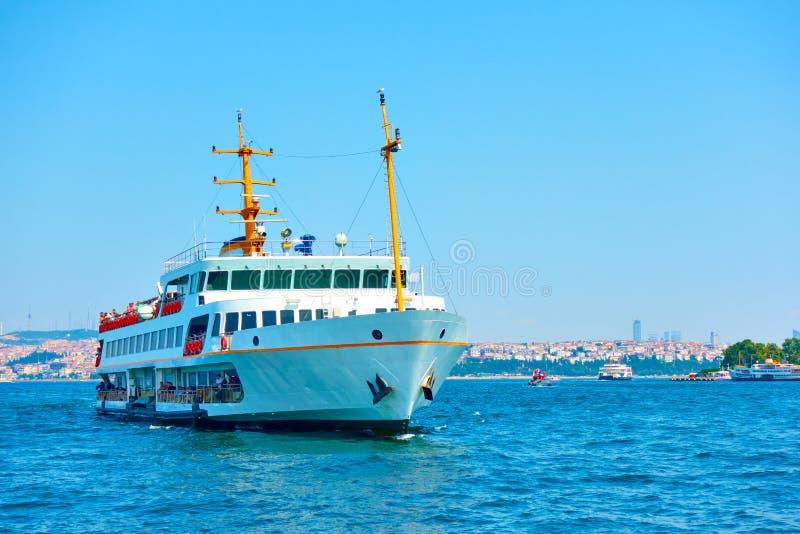 Fähre in Bosporus stockbild