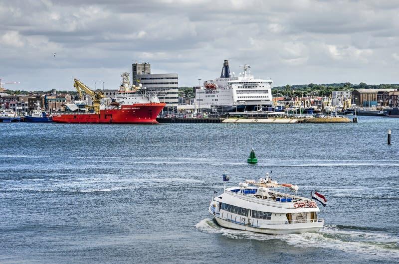 Fährenüberfahrt Nordsee-Kanal stockbild