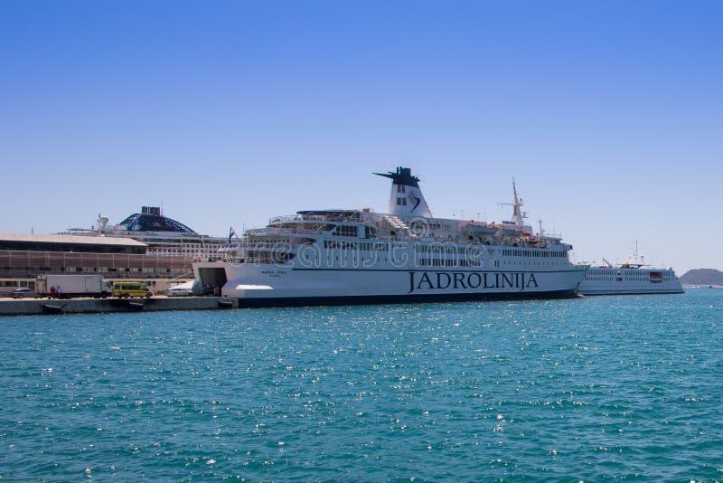 Fährenschiff im Hafen Spalte - Kroatien stockfotos