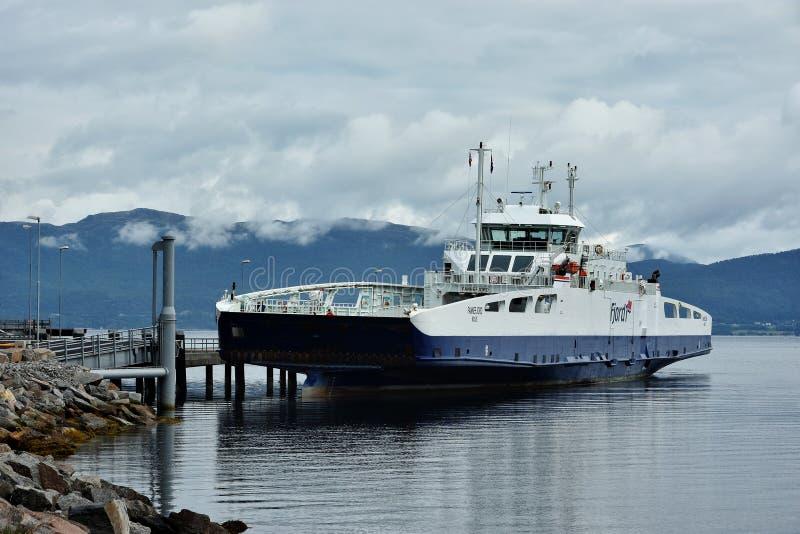 Fährentransport in mehr og Romsdal-Grafschaft, Norwegen stockfotografie