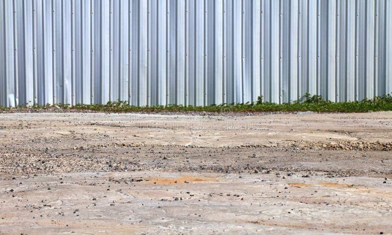 Fäkta zink, staketväggen och jordning, väggmetall, stål som är rostfritt, zinkväggen för säkerhet för område för konstruktion för arkivbild
