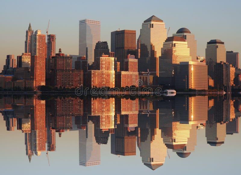 Fäll ned Manhattan på solnedgången royaltyfria bilder