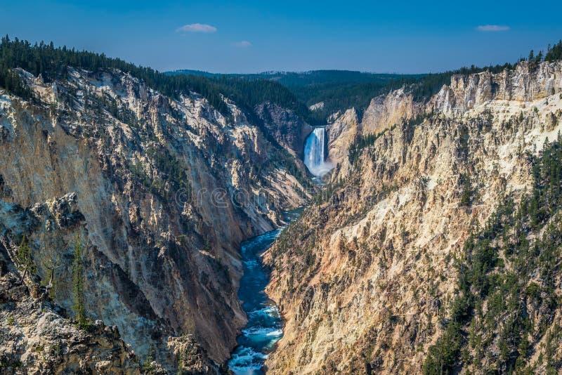 Fäll ned nedgångar av den Yellowstone kanjonen royaltyfri fotografi