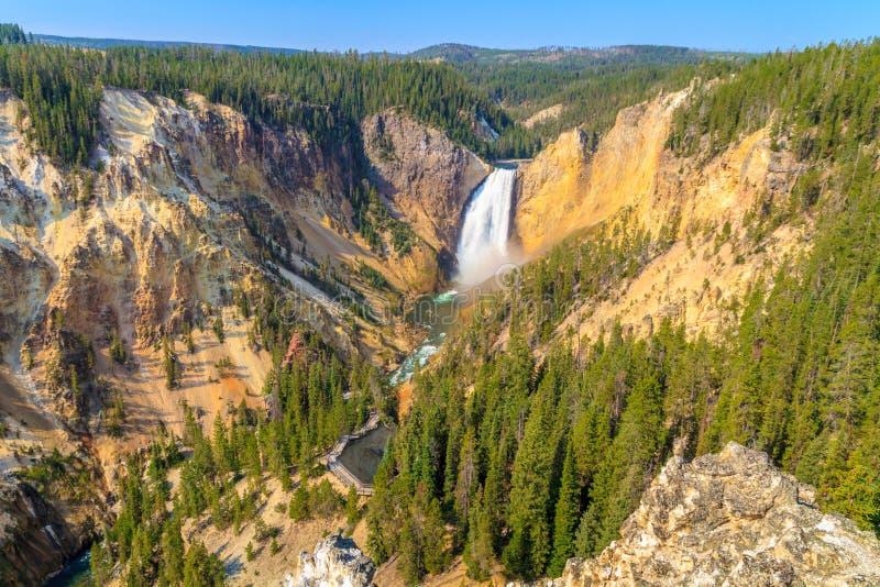 Fäll ned nedgångar av Grand Canyon av den Yellowstone nationalparken arkivbilder