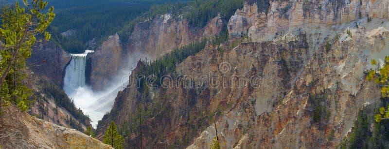 Fäll ned nedgångar på Yellowstone arkivfoton