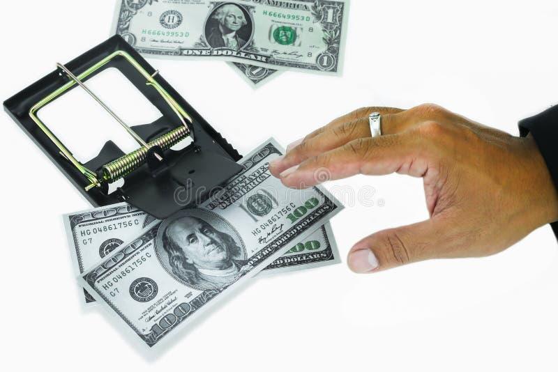 Fälla med dollarräkningar som isoleras över vit bakgrund, risk i affären, affärsman som tar pengar från en råttfälla royaltyfria bilder