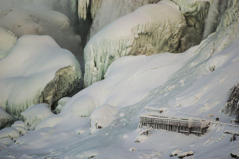 Fälle in Winter lizenzfreies stockbild