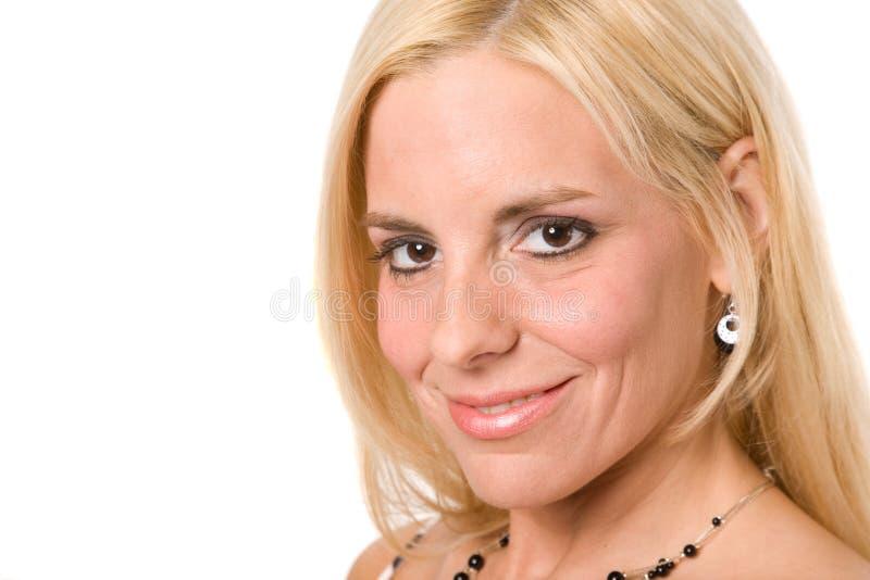 Fällige blonde Frau stockbild