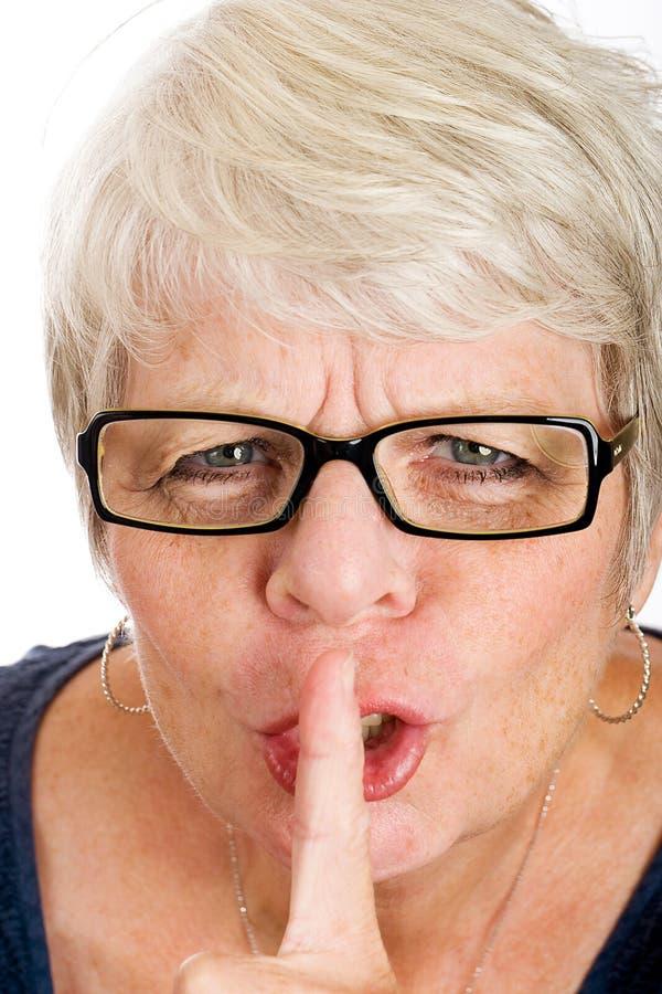 Fällige Frau, die um Ruhe bittet lizenzfreie stockfotografie