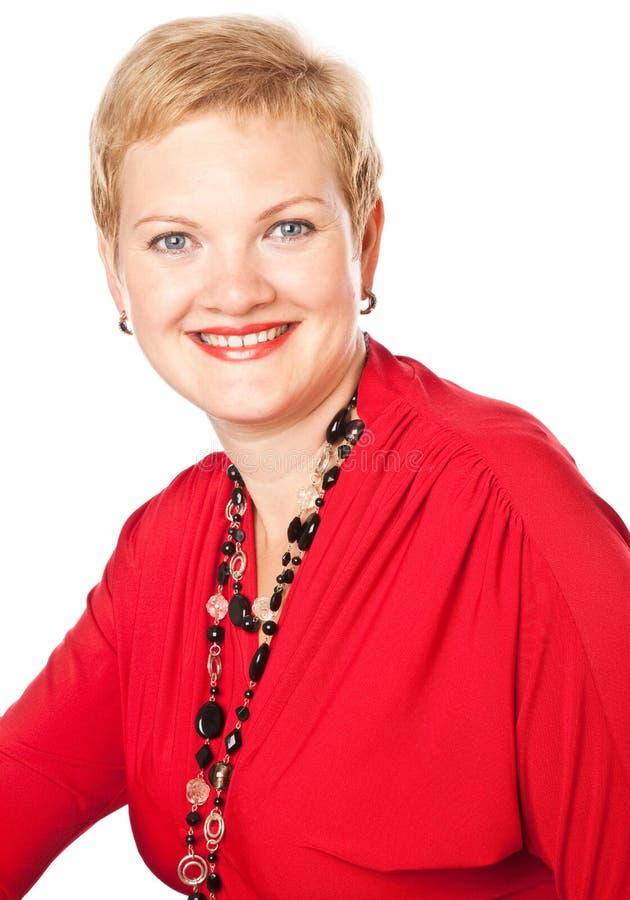 Fällige Frau im Rot lizenzfreie stockfotografie