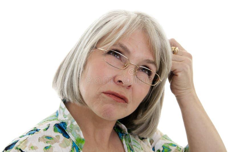 Fällige Frau verwirrt lizenzfreies stockfoto