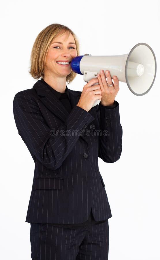 Fällige Geschäftsfrau mit einem Megaphon lizenzfreie stockfotografie