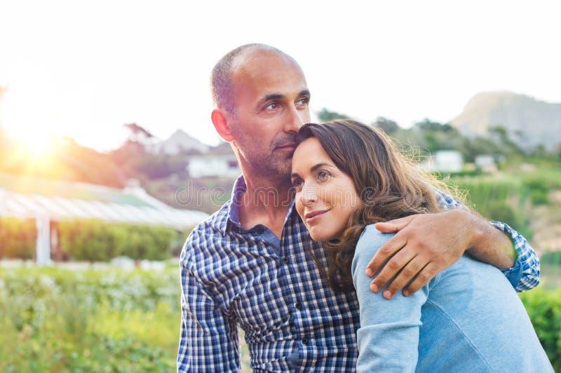 Fällige Paare in der Liebe lizenzfreies stockbild