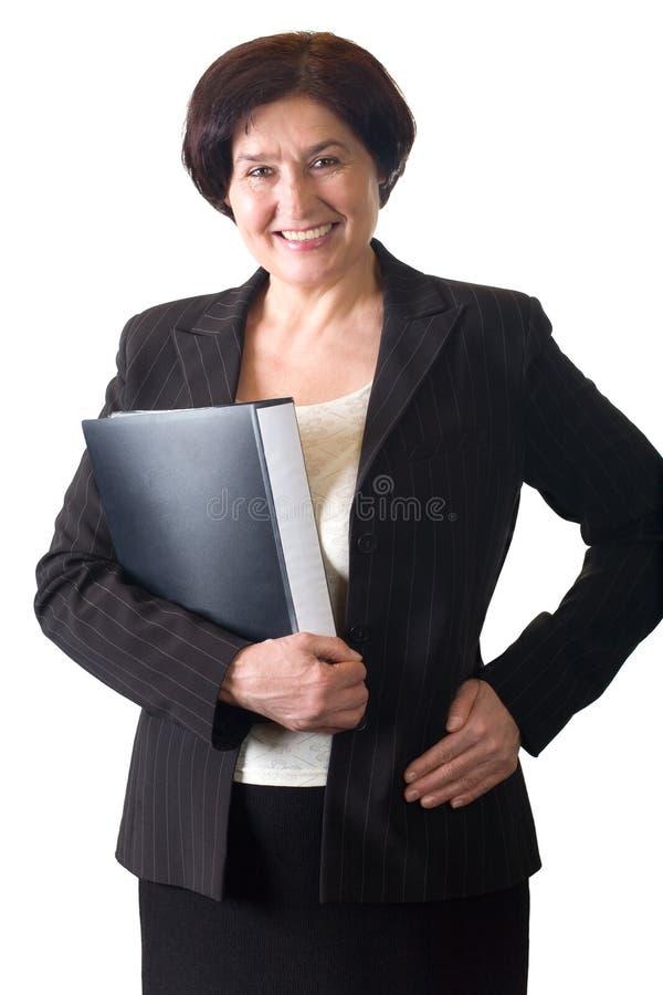 Fälliger attraktiver lächelnder Sekretär oder Geschäftsfrau getrennt stockfoto