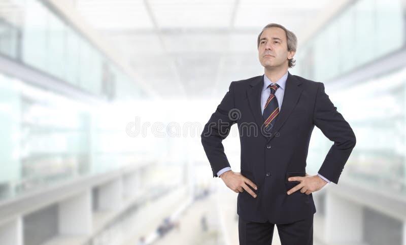 Fälliger Geschäftsmann stockfoto