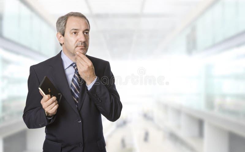 Fälliger Geschäftsmann lizenzfreie stockbilder