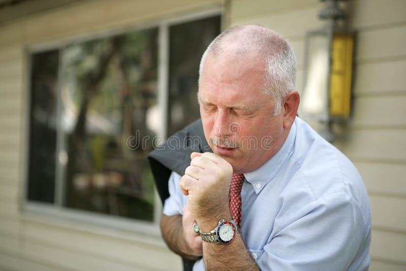 Fälliger Mann - Grippe-Jahreszeit stockbilder