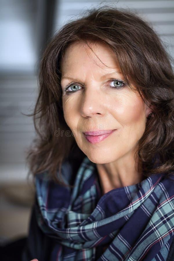Fälliges Frauenportrait stockfotografie