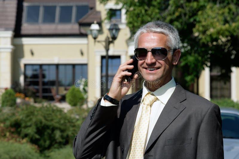 Fälliges Geschäftsmann Benennen stockfotografie