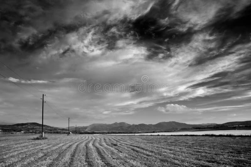 Download Fält fotografering för bildbyråer. Bild av jordning, molnigt - 502555