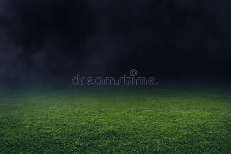 Fält för fotbollstadion på natten arkivfoto