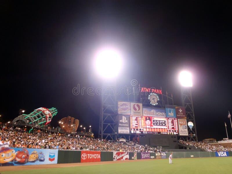 fält låtna vara klara stands för outfielderspelrum royaltyfria bilder