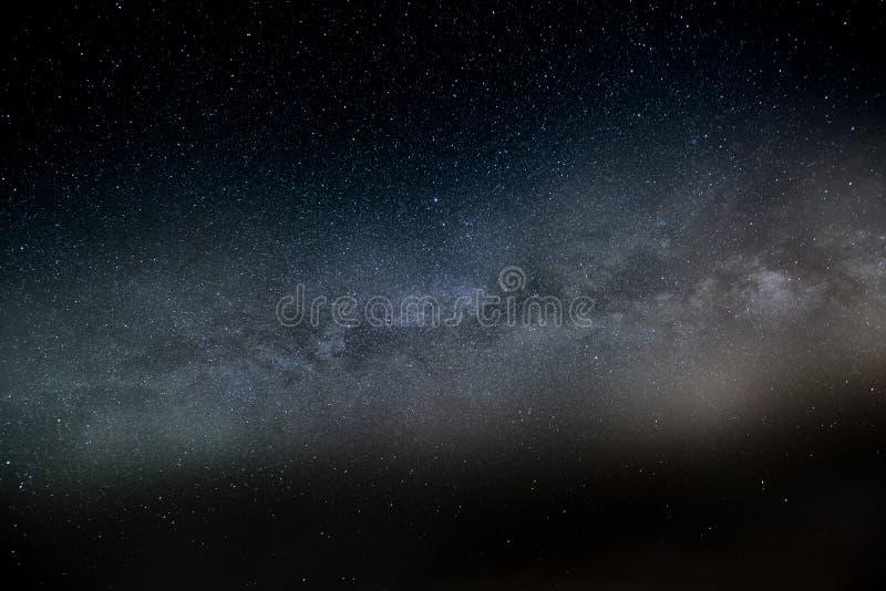 fältet mjölkar stjärnan långt arkivfoton