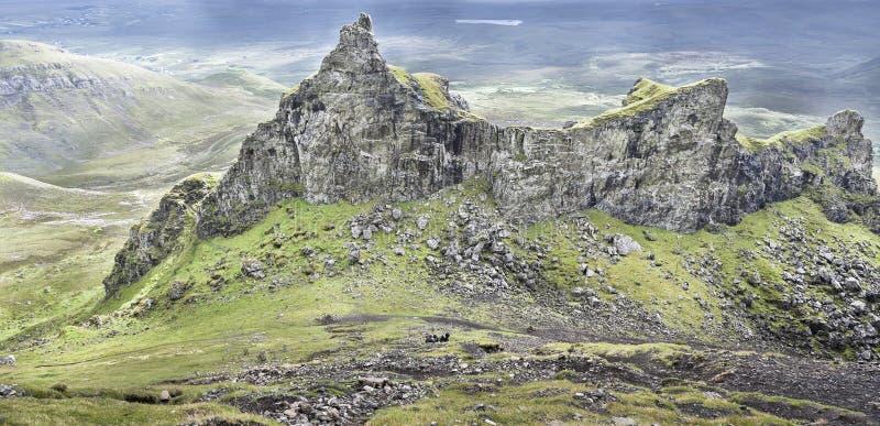 Fängelset vaggar på Quiraingen på Skye i Skottland royaltyfri fotografi
