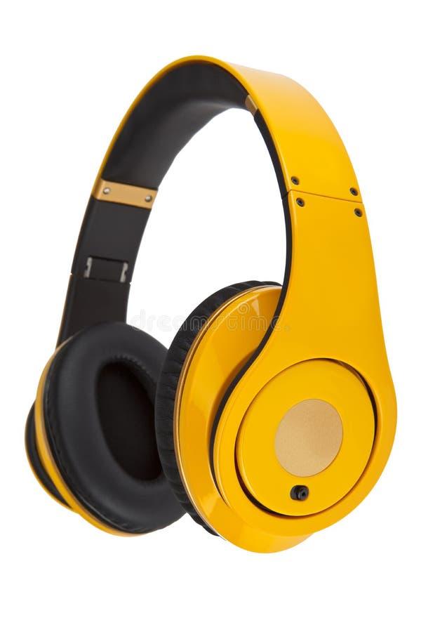 Färben Sie die Kopfhörer gelb, die auf einem weißen Hintergrund getrennt werden. stockfotos