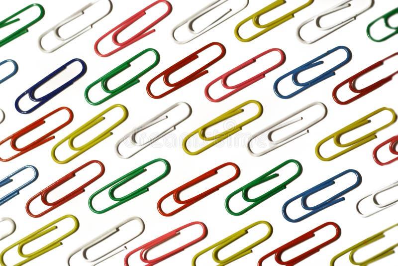 Färben Sie Papierklammern des Büros. lizenzfreies stockbild