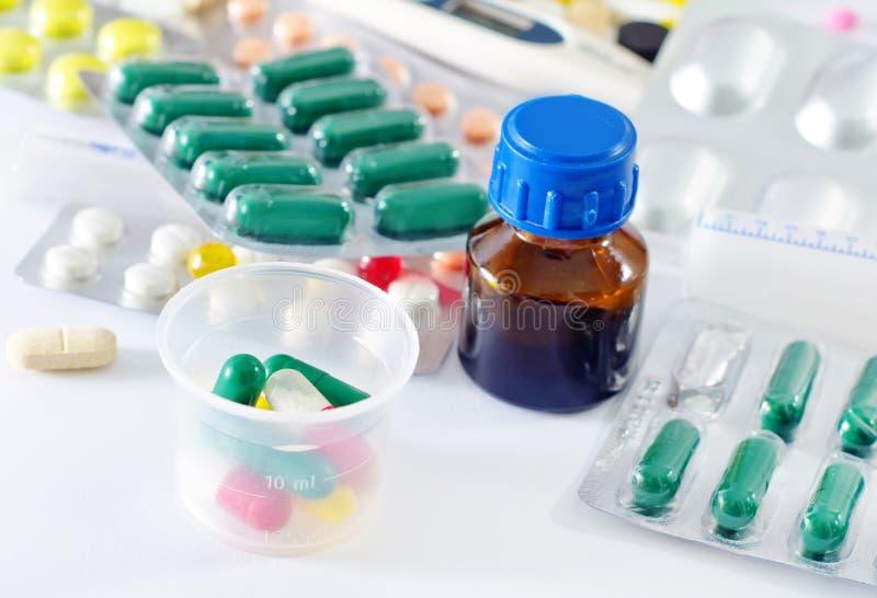 Färben Sie Pillen lizenzfreies stockbild