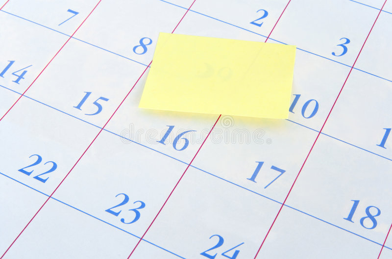 Färben Sie Protokollanmerkung über einen Kalender gelb stockbild