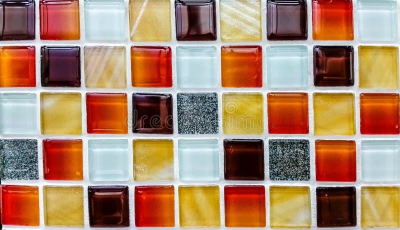 Färbt Mosaikwand stockfotografie