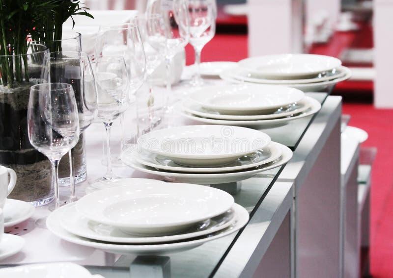 Färdig set av vita ware- och exponeringsglasexponeringsglas arkivbild