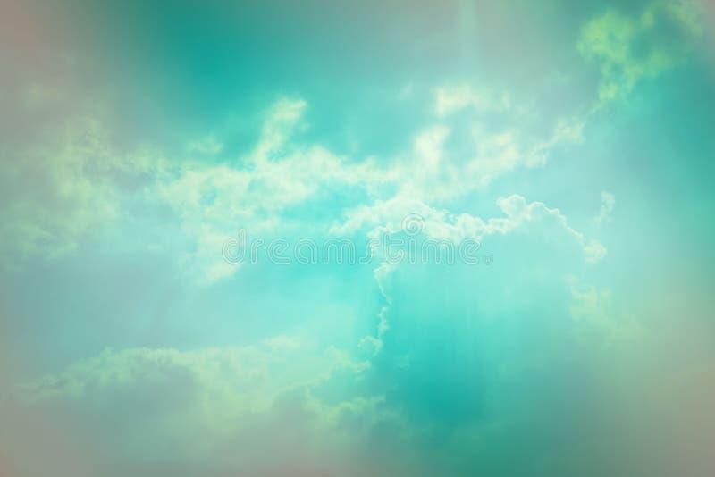 Färg av molnet och himmel arkivbild
