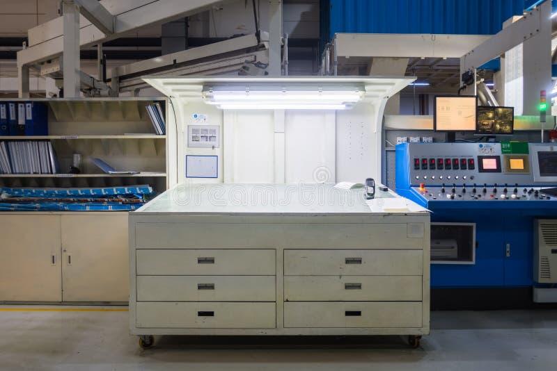 Färg för bås för kontroll för printingmaskin som kontrollerar utrustning Nobod royaltyfria foton