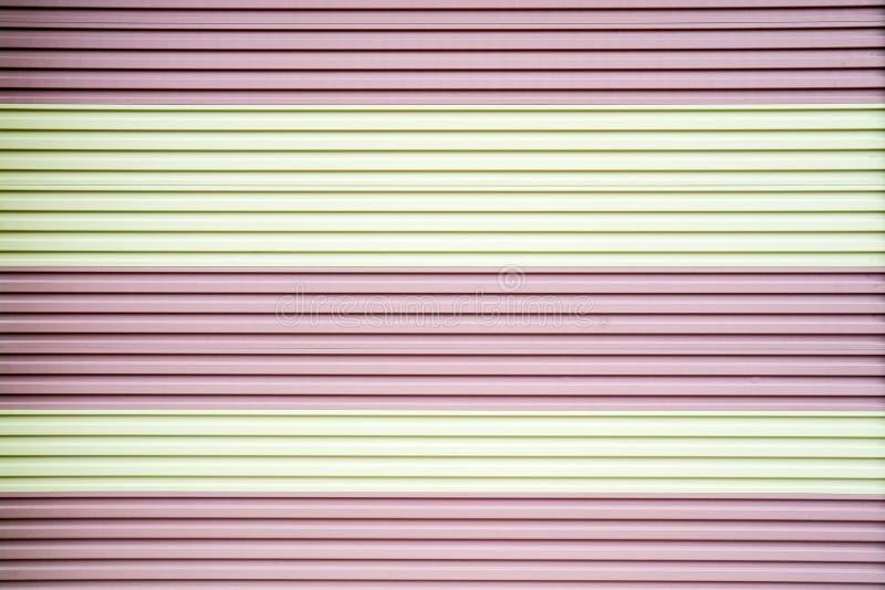 Färg för dörr för rullande slutare för metallstål rosa vit arkivfoton
