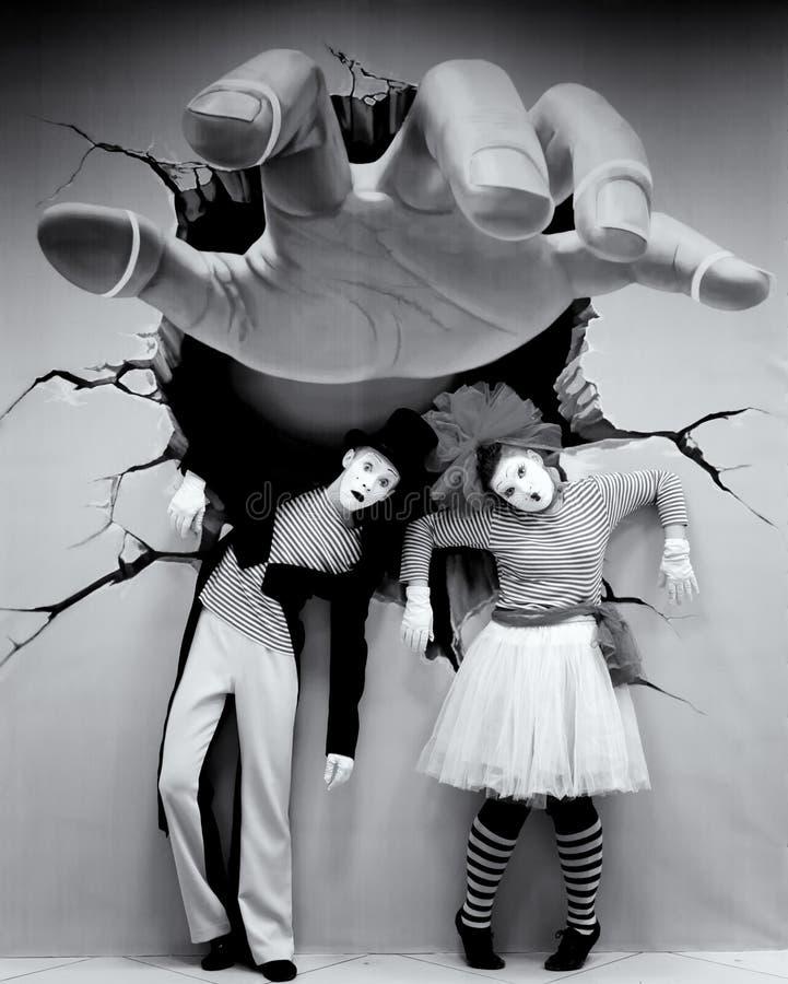 Färg för farsArtists Giant Hand illusion arkivbild